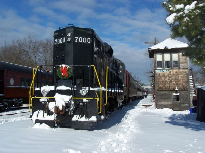PRR 7000 at Tuckahoe, NJ on Dec 20, 2009. Photo by Thomas Duke.